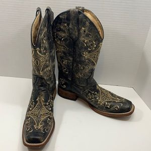Circle G distressed embroidered boots size 11